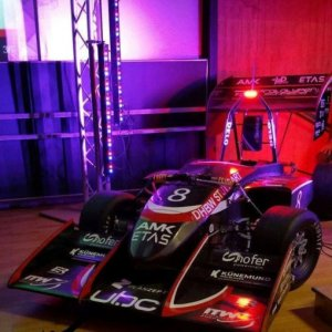 Rennfahrzeuge eSleek 4x4 - Carbonaufbereitung